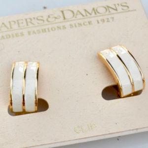 💋3 for $20 White Dapers & Damons Clip on Earrings